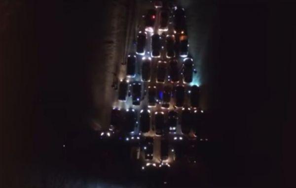 Как в Запорожье автолюбители соорудили необычную елку из автомобилей - ВИДЕО