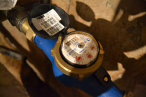 В Запорожье продолжают устанавливать новые тепловые счетчики, вместо украденных