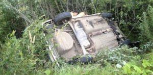 В Запорожье автомобиль перевернулся, а водителя зажало в покореженном авто