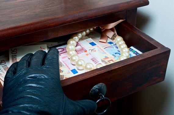 В Запорожье хозяйка ограбила квартиранта