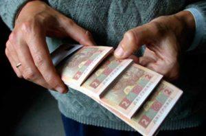 Денег нет: несмотря на повышение минималки, пособие по безработице так и остается на уровне 544 гривен