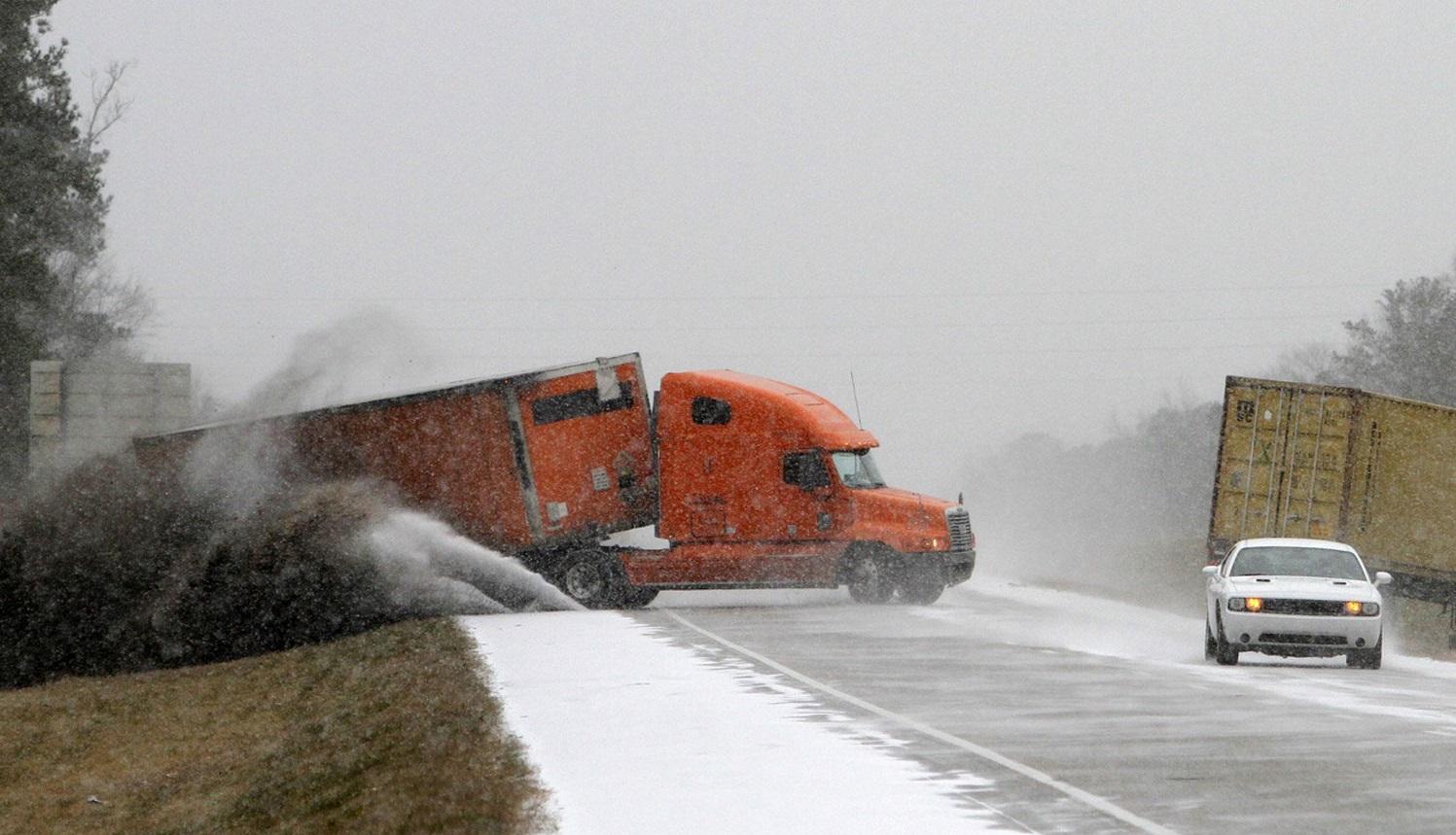 В Запорожской области на трассе грузовики с прицепами