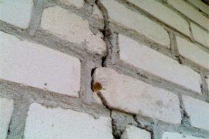 В Запорожской области девятиэтажный жилой дом может расколоться пополам