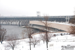 В Запорожье на плотине ДнепроГЭС образовалась пробка