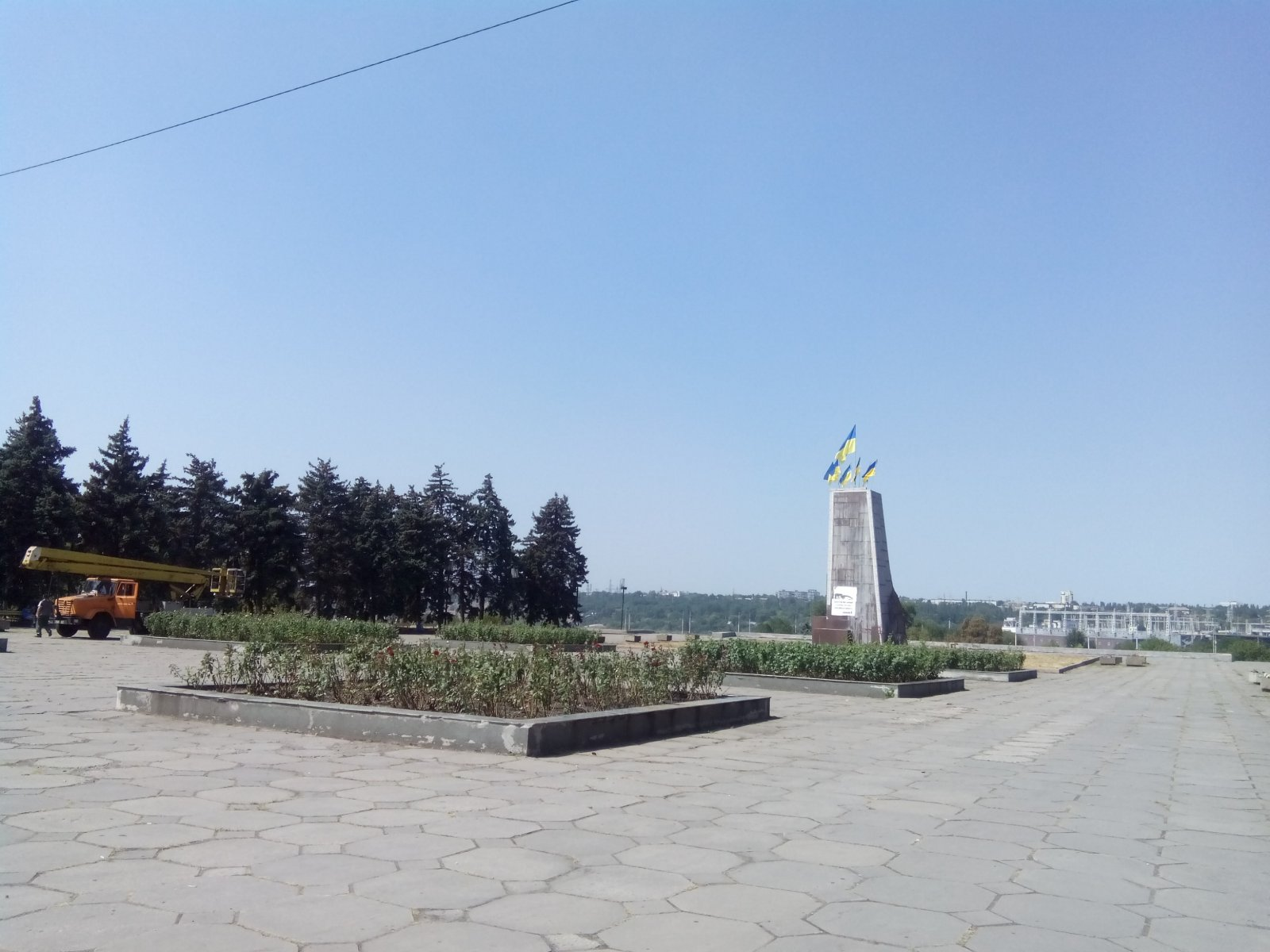 В Запорожье хотят вместо Ленина установить памятник строителям ДнепроГЭСа