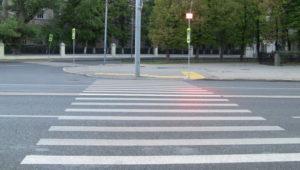 В Запорожье на пешеходном переходе легковушка насмерть сбила женщину