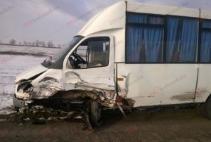 В Запорожской области пьяный водитель легковушки протаранил автобус - ФОТО