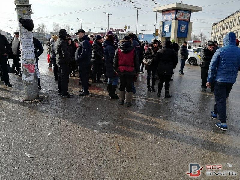 В Запорожье мясники перекрыли дорогу в сторону ж/д вокзала