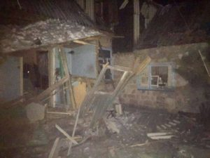 Автоколонна с гуманитарной помощью из Запорожья попала под обстрел в Авдеевке