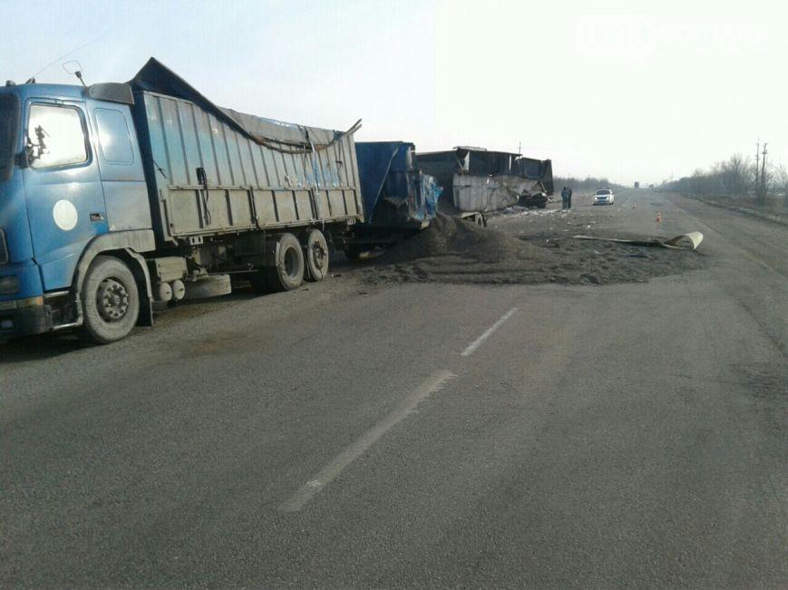 В Запорожской области столкнулись две фуры - ФОТО