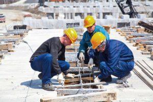 В Запорожье рекомендованную зарплату строителей повысят до 5200 гривен
