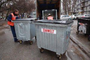 В запорожских дворах меняют контейнеры для мусора - ФОТО