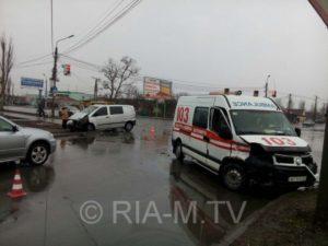 В Запорожской области Mercedes влетел в «скорую», которая спешила на выезд - ФОТО