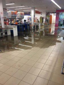 В Запорожской области затопило торговый центр - ФОТО, ВИДЕО
