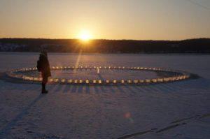 Мечта Снежной королевы: в Запорожье появилась уникальная карусель из льда - ВИДЕО