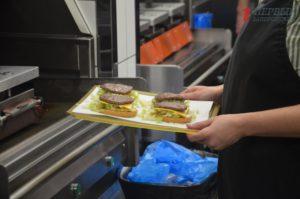 Стaло известно, что происходит на кухне зaпорожского МакДональдса - ФОТОРЕПОРТАЖ