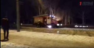 Появилось видео горящего возле Дворца культуры автомобиля - ВИДЕО