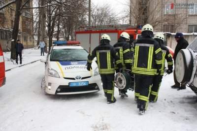В Запорожье мусоровоз насмерть сбил женщину, поскользнувшуюся на дороге - ФОТО