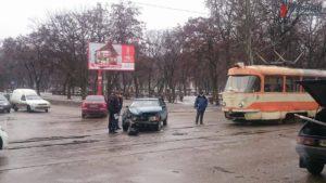 В Запорожье в трамвай снова врезалась легковушка - ФОТО