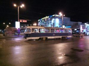 В центре Запорожья трамвай сошел с рельсов - ФОТО