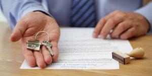 Очередная схема мошенничества: запорожец хотел незаконно продать квартиру своей матери