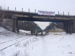 Какие катастрофические обороты набирает блокада Донбасса