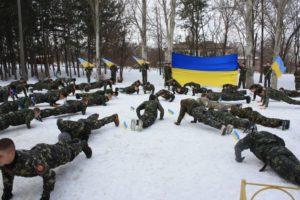 Запорожские школьники приняли участие во флешмобе в поддержку защитников Украины - ФОТО