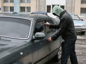 В запорожском таксопарке ограбили автомобиль - ФОТО