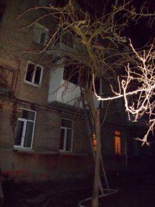 В Запорожье из-за ночного пожара эвакуировали жильцов многоэтажки - ФОТО