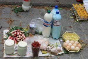 В Запорожье в Коммунарском районе несмотря на запрет и карантин продолжают работать стихийные рынки - ФОТО
