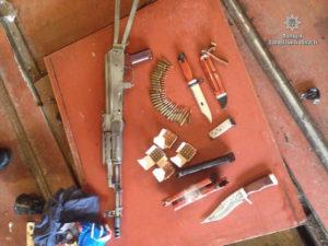 Запорожские правоохранители проверяют изъятое оружие на криминальный