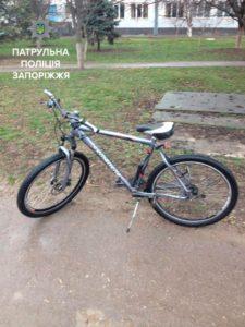 В Запорожье ребенок нашел украденный велосипед своего отца - ФОТО