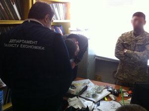 В Запорожье задержали районного военного комиссара на взятке - ФОТО