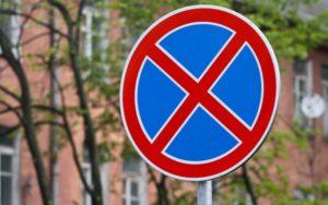 Я паркуюсь, как хочу: водитель внедорожника перегородил пешеходный переход - ФОТО