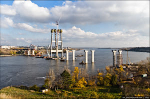 В Запорожье чуть не затонул плавучий строительный кран