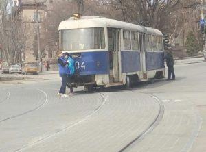 В Запорожье трамвай снова сошел с рельсов - ФОТО, ВИДЕО