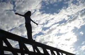 В Запорожье девушка хотела спрыгнуть с моста из-за ссоры с мамой
