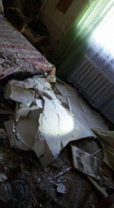 В Запорожье в квартире обвалился потолок - ФОТО