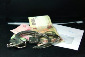 В Запорожье чиновника райадминистрации поймали на взятке - ФОТО