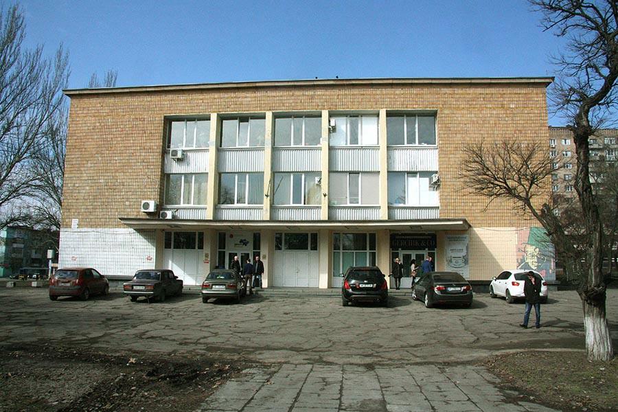 Депутаты областного совета утверждают, что в «Запорожском областном центре молодежи» вместо студентов поселились предприниматели