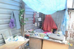 Из-за пункта вторсырья центр Запорожья превратился в свалку - ФОТО