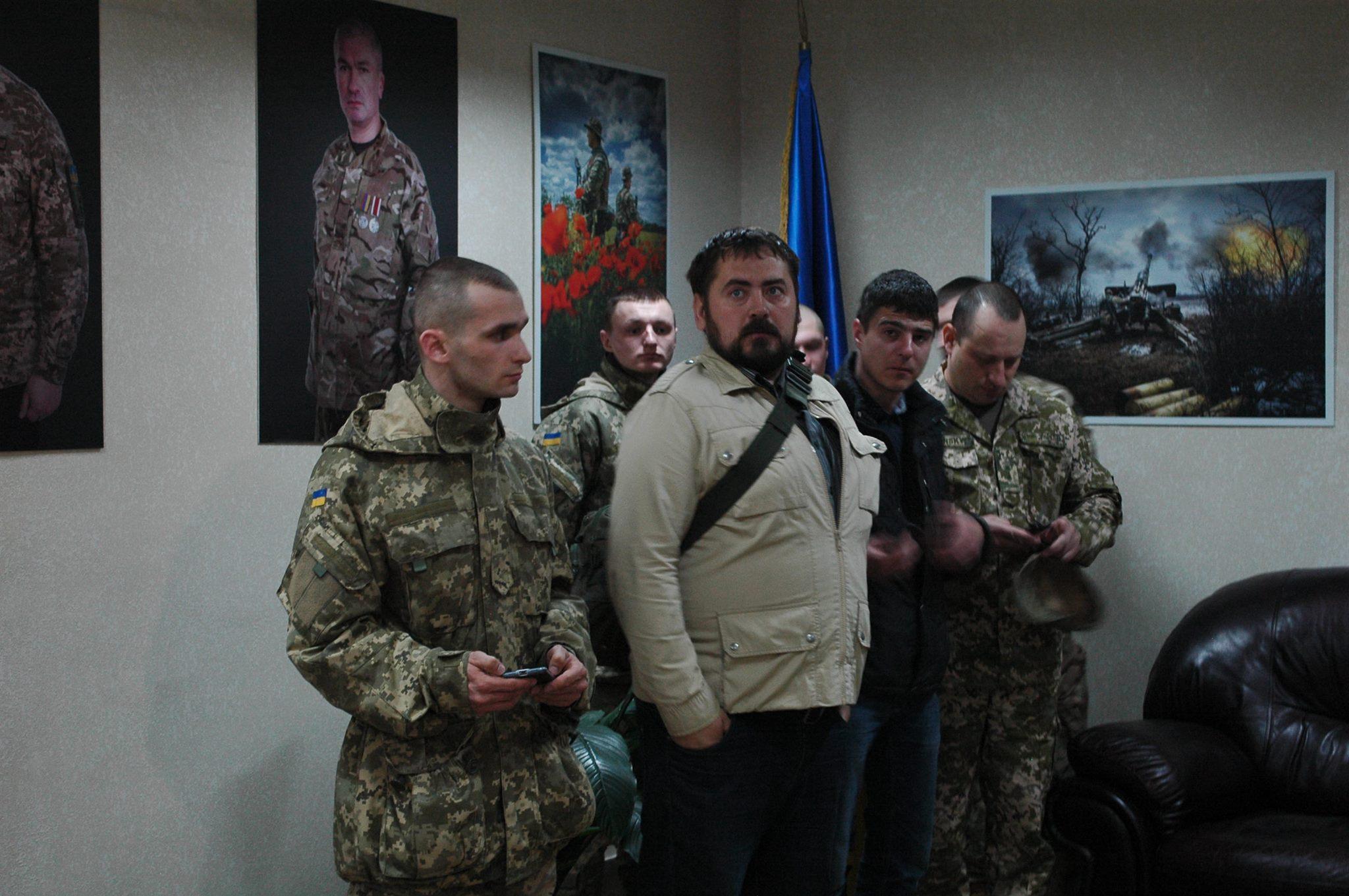 Запорожские прокуроры открыли патриотическую фотовыставку в честь коллег – воинов АТО — ФОТО