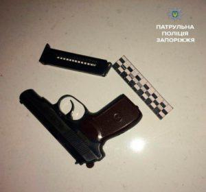 По Запорожью разъезжали вооруженные молодые парни - ФОТО