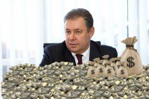 Первый пошел: депутат горсовета задекларировал недвижимость и три миллиона гривен наличкой