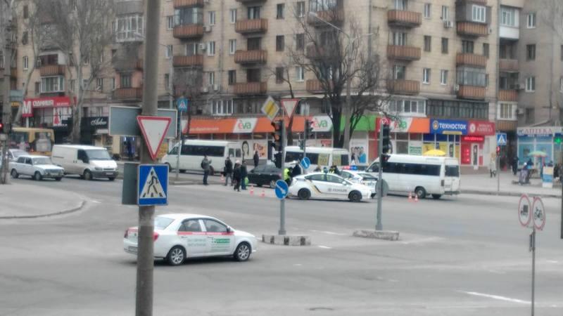 В центре Запорожья иномарка сбила двух девушек - ФОТО