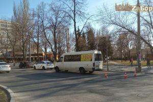 В Запорожье маршрутка сбила женщину - ФОТО