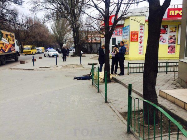 В центре Запорожья обнаружили труп мужчины - ФОТО