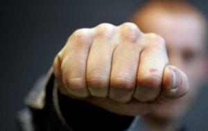 В Запорожье на улице избили и ограбили мужчину - ФОТО