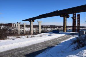 Строительство запорожских мостов: надвижка пролетного строения через Старый Днепр подходит к концу