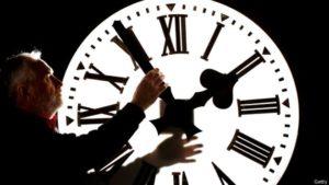 Когда запорожцам нужно переводить часы на летнее время